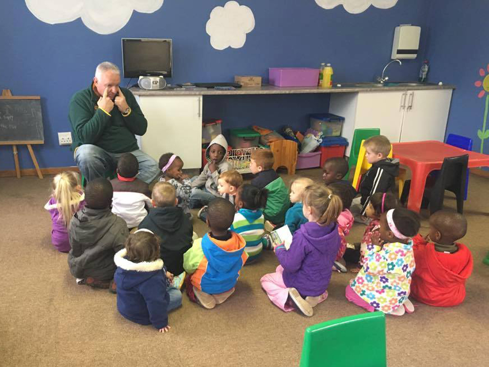 Craig Rowe talking to toddlers about what their vision is